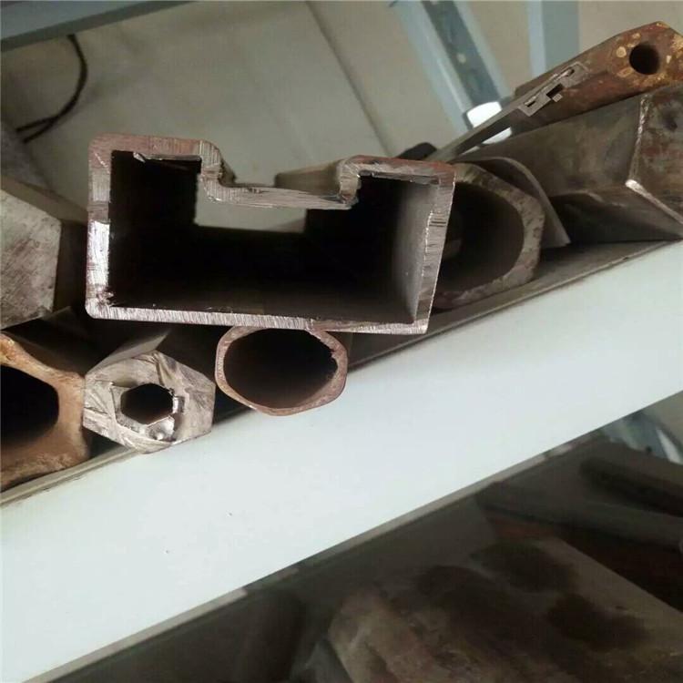 超声波探伤UT: 对于各种材质均匀的材料表面及内部裂纹缺陷比较敏感。 标准:GB/T 5777-1996 级别:C5级 b. 涡流探伤ET:(电磁感应) 主要对点状(孔洞形)缺陷敏感。 标准:GB/T 7735-2004 级别:B级 c. 磁粉MT和漏磁探伤: 磁力探伤,适用于铁磁性材料的表面和近表面缺陷的检测。 标准:GB/T 12606-1999 级别: C4级 d.